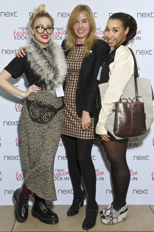 Next fashion lock-in with Pink Manolos and Lulutrixabelle