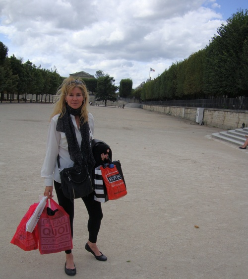 Lycée book shop done. Tuileries garden.