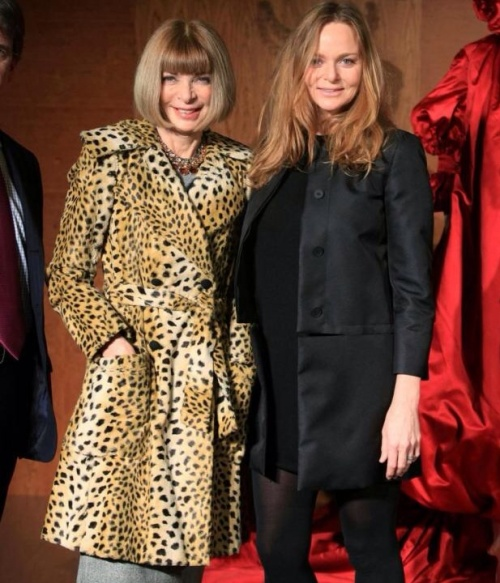 Stella with Anna Wintour; editor of American Vogue. (photo - Abaca)