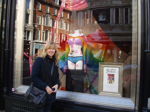 worklondonstyle visiting the Victoria's Secret Bond Street London flagship store.