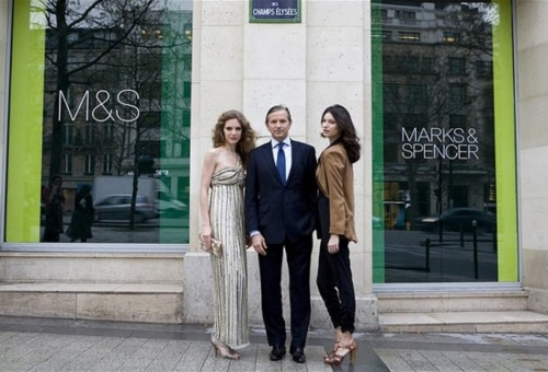 Marks and Spencer's Chief Executive Marc Bolland with two models at the opening of the Champs Élysées store.