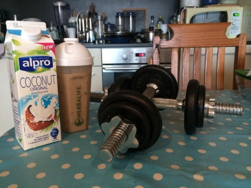 My morning routine. Healthy shake and quick weights workout. (photo- worklondonstyle)
